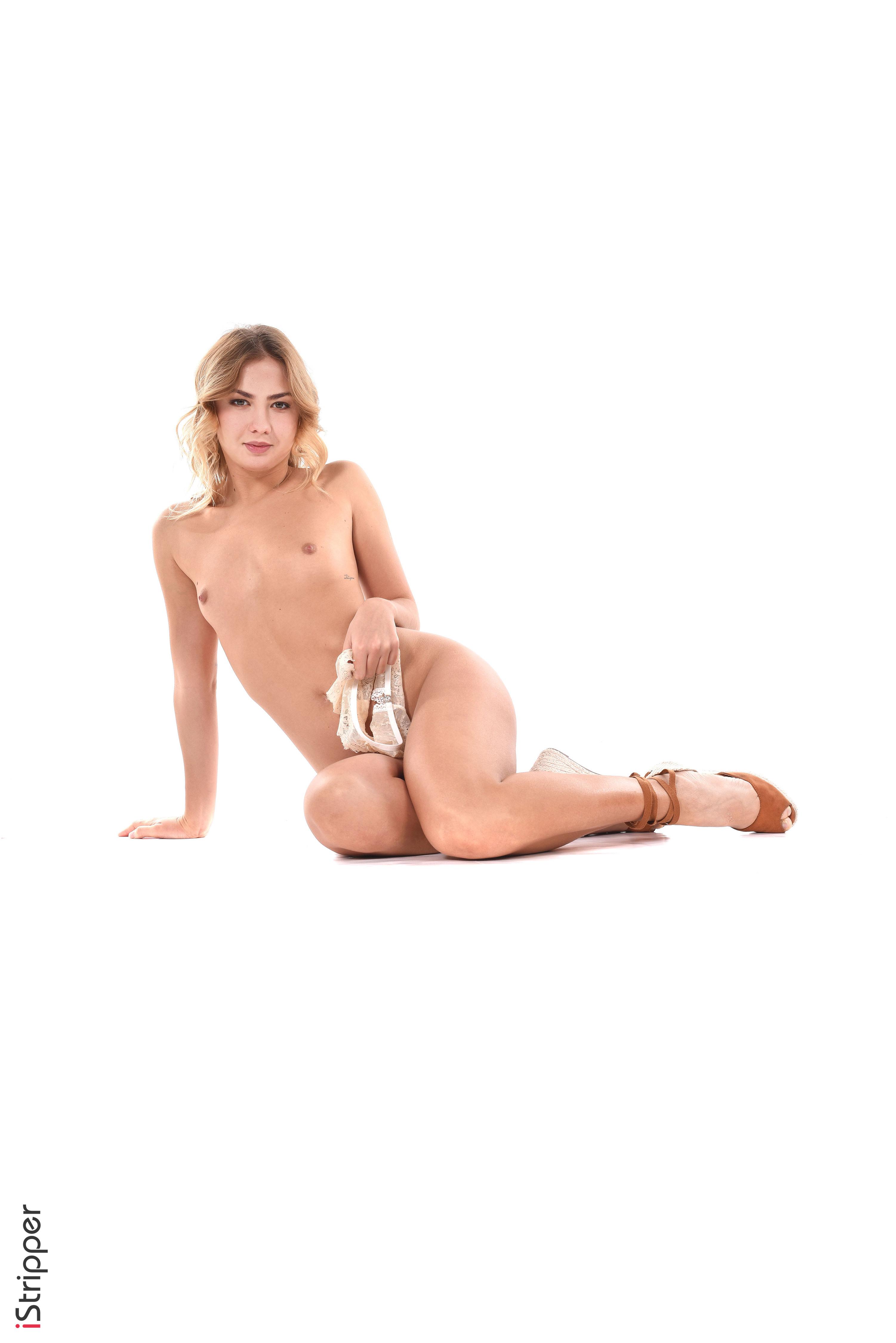 slim extoic hottie sexy webcam striptease