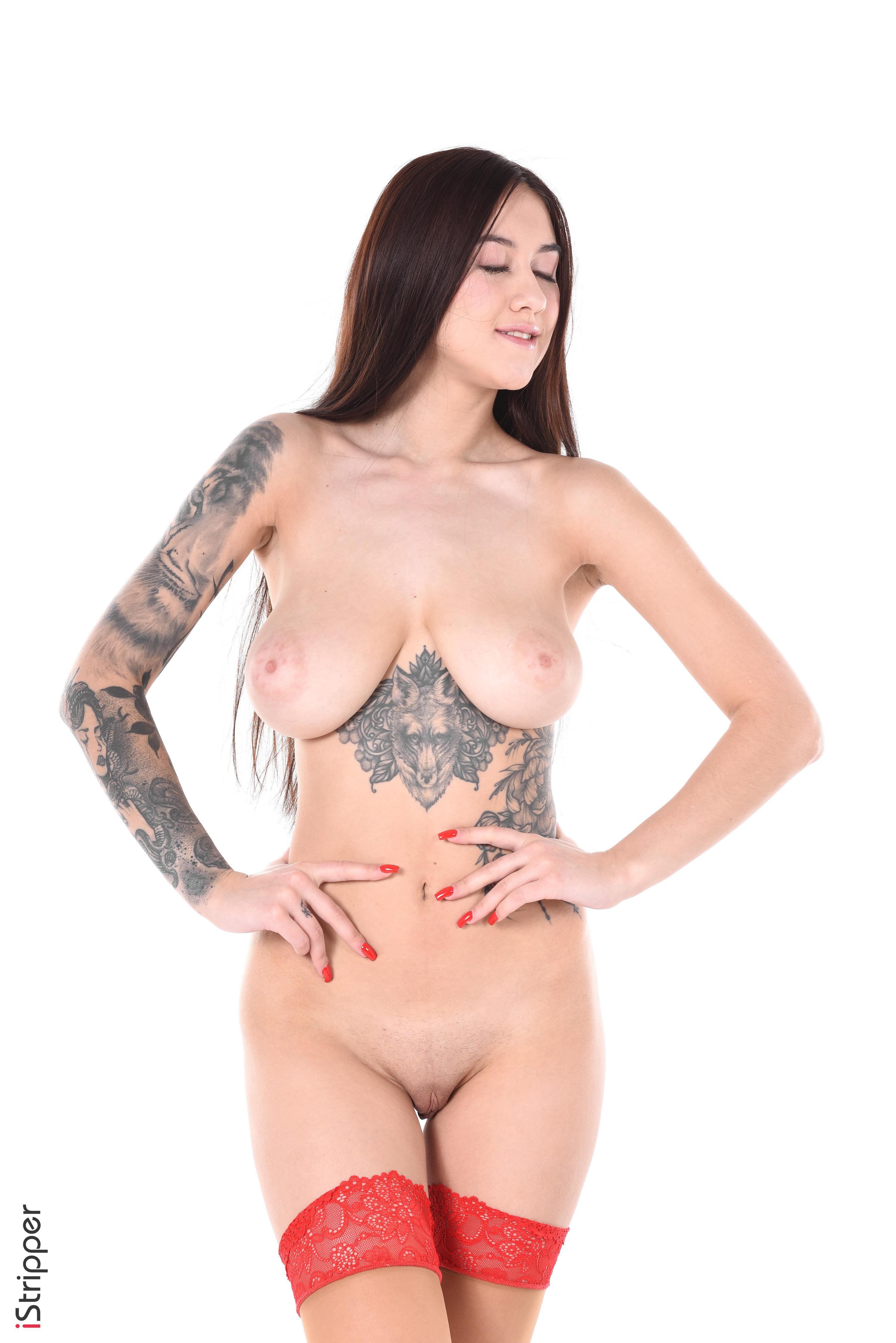 spankwire beautiful brunette performs sexy striptease