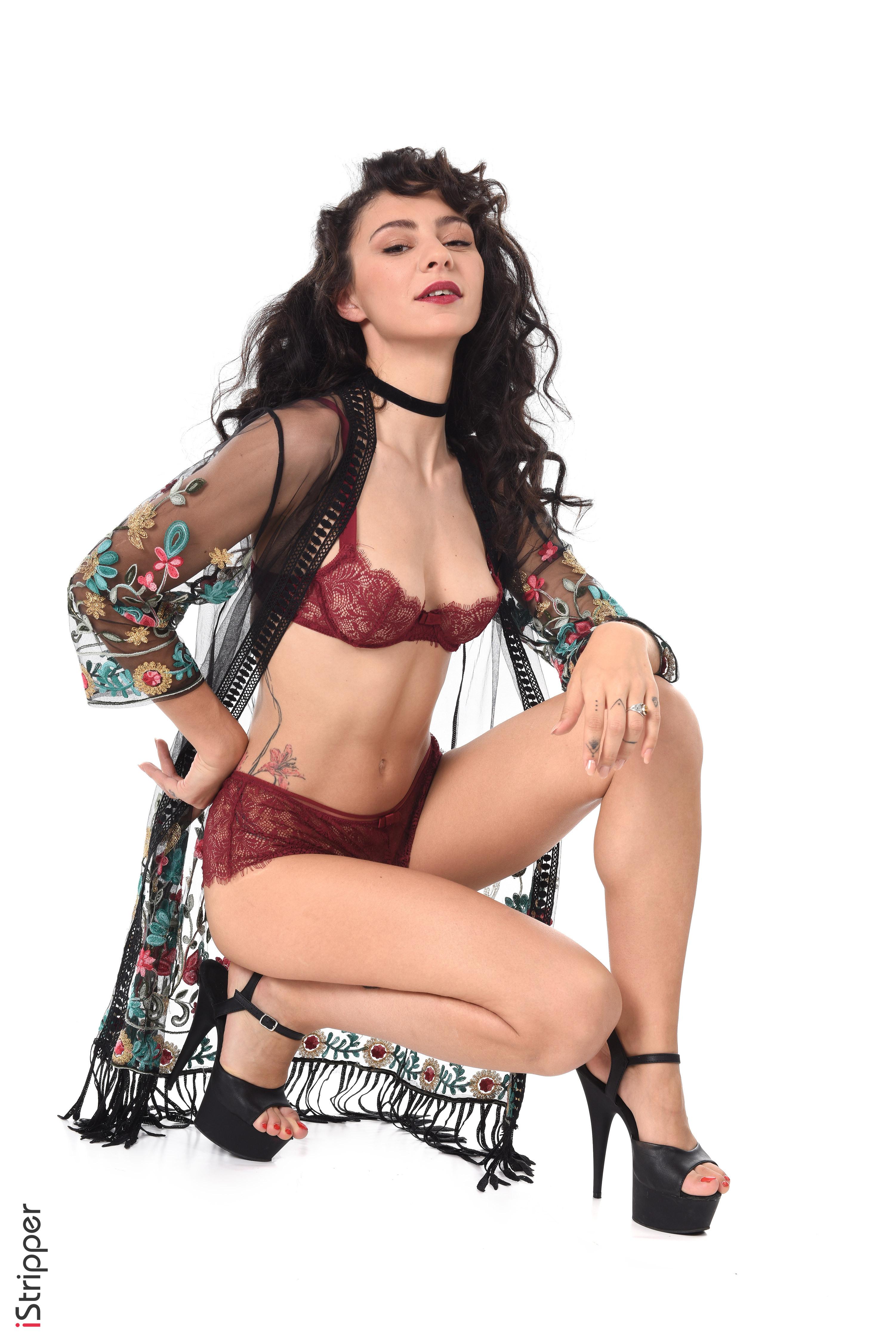 18yr old striptease sexy busty