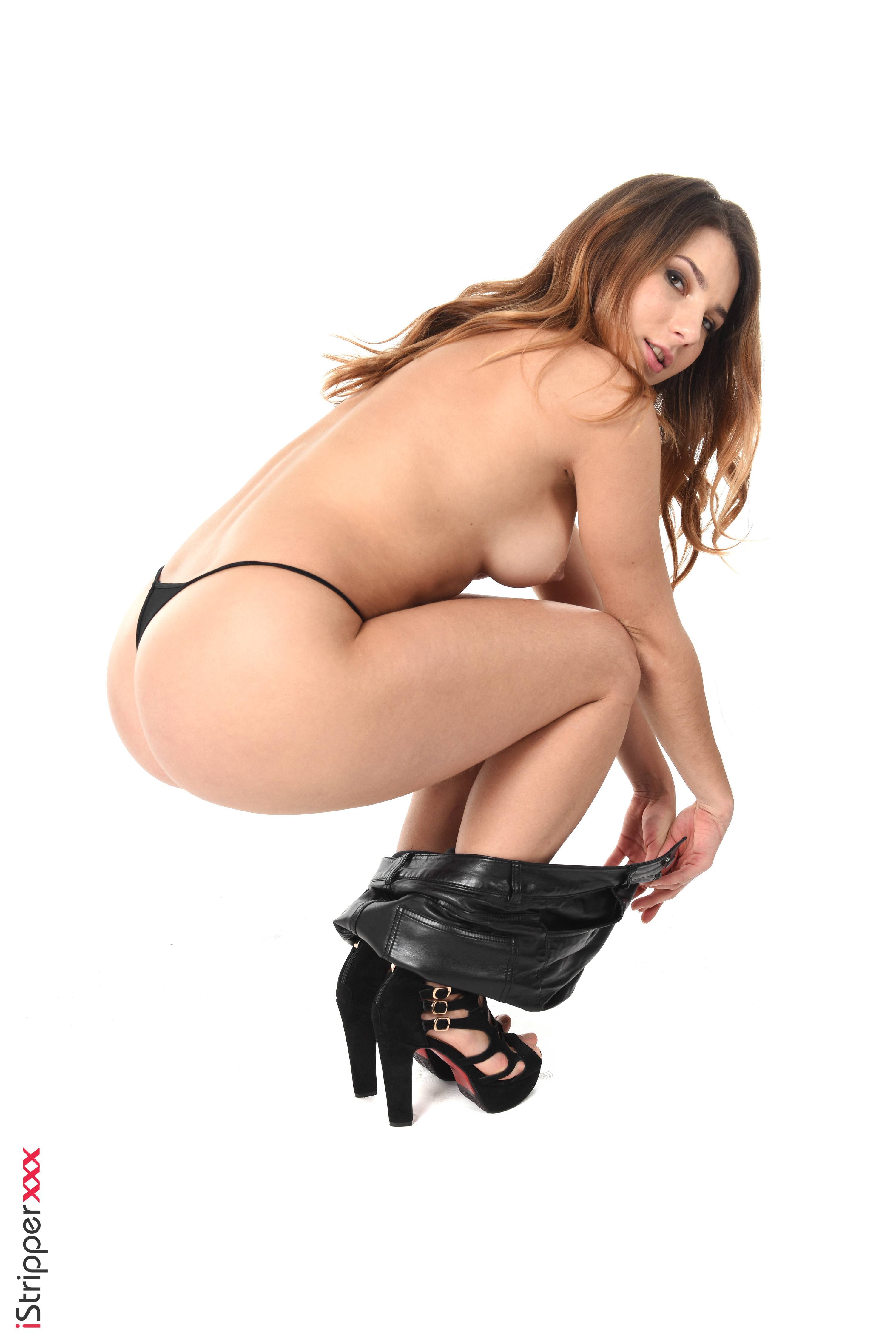 shyla jennings does a sexy striptease and gets on the fllor