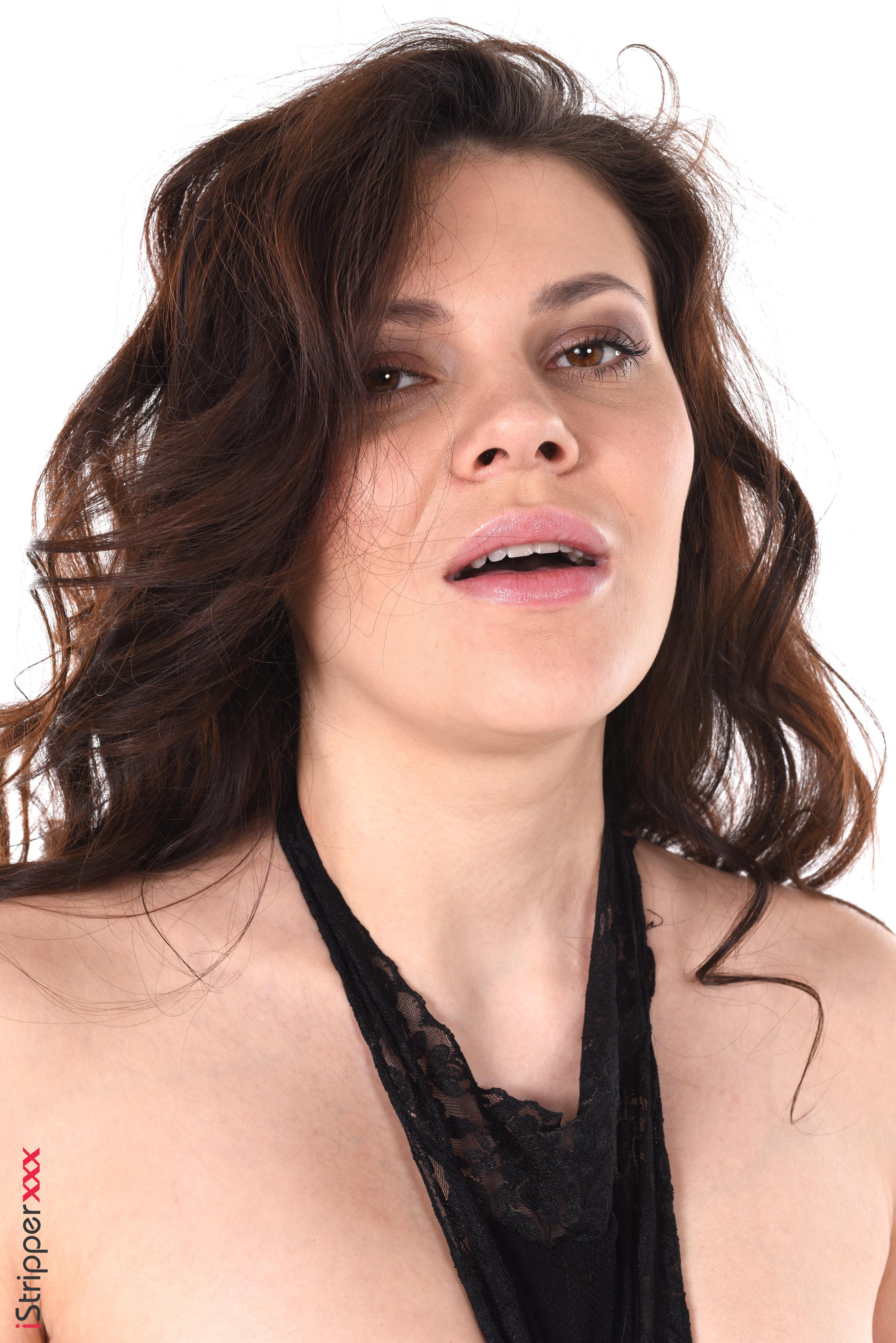 sexy australian babe striptease youstrip